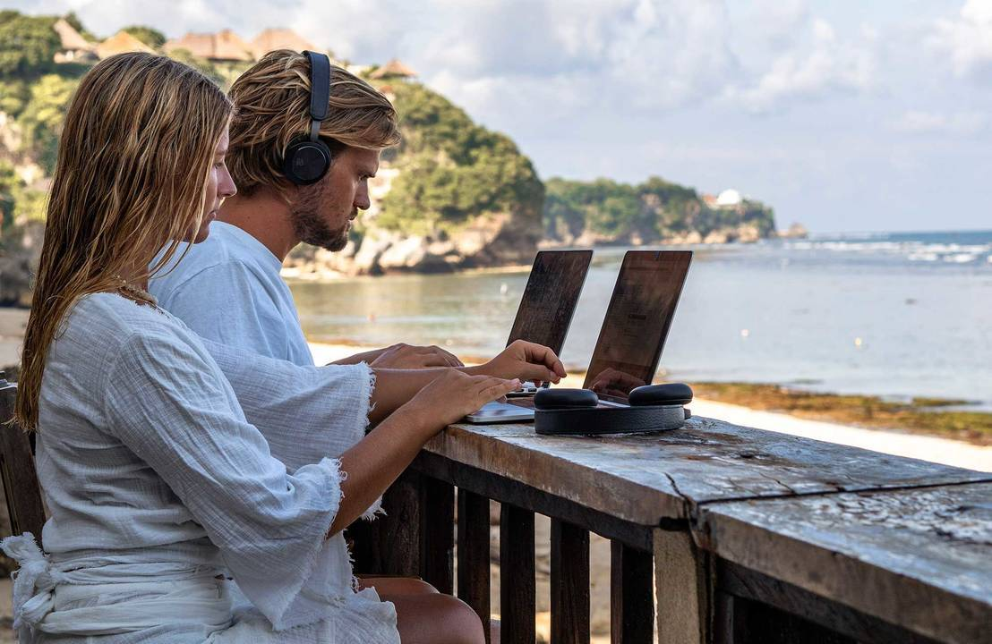 Discover 5 Professions for Those Who Want to Work While Traveling